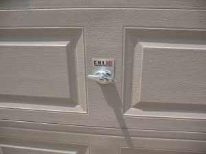 CHI garage door with horizontal T-Handle installed.