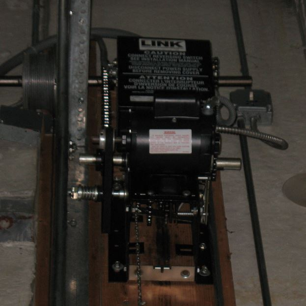 An image of a newer Black Link Jack Shaft Operator.