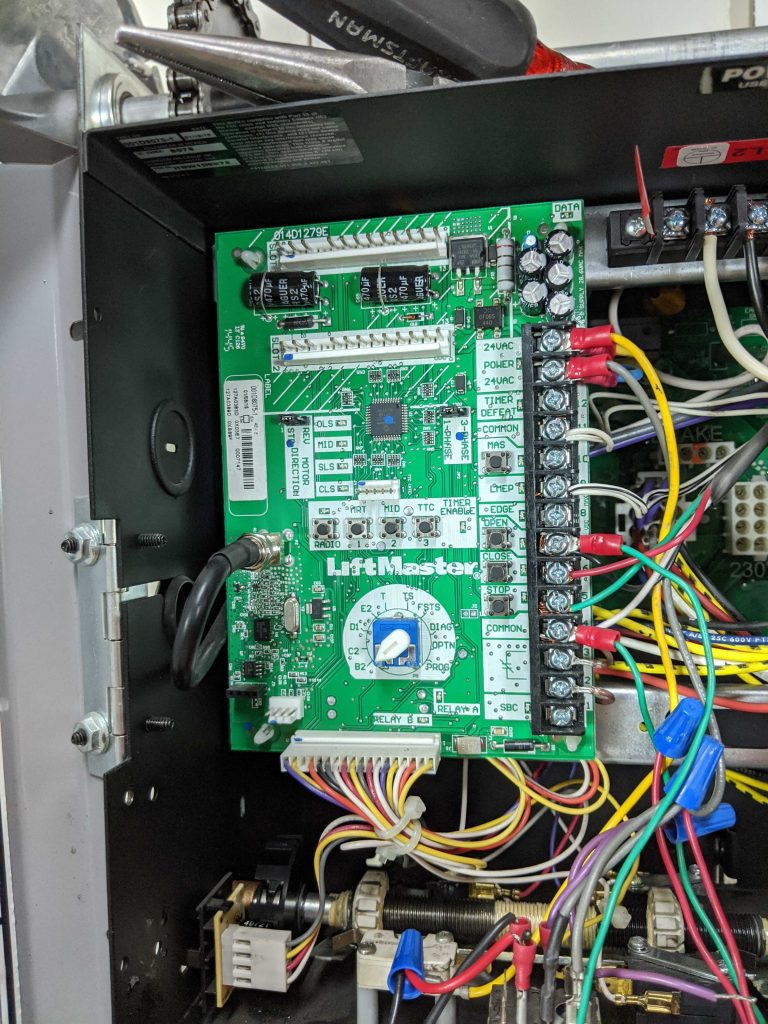 An image of the LiftMaster Logic 5 Control Board.